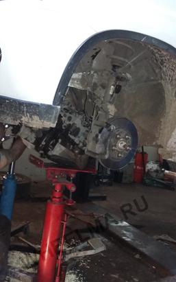 Поддержка двигателя второй трансмиссионной стойкой